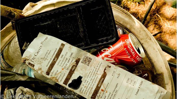 De gedumpte resten van een maaltijd, waarbij de eter het geen probleem vond naam en telefoonnummer achter te laten.