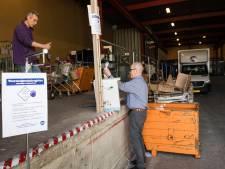 Kringloopwinkel is al dagen volgeboekt: klanten staan te trappelen om te neuzen in de voorraad