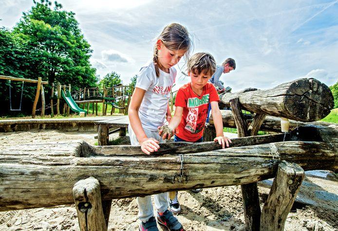 Speeltuin Pietje Bell in Rotterdam-Prinsenland op archiefbeeld. De plek staat ter discussie.