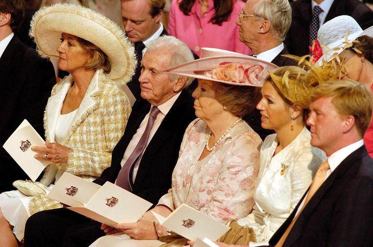 Maria en Jorge Zorreguieta naast de toenmalige koningin Beatrix, Máxima en Willem-Alexander in 2004 bij de doopceremonie van Catharina-Amalia. Beeld reuters