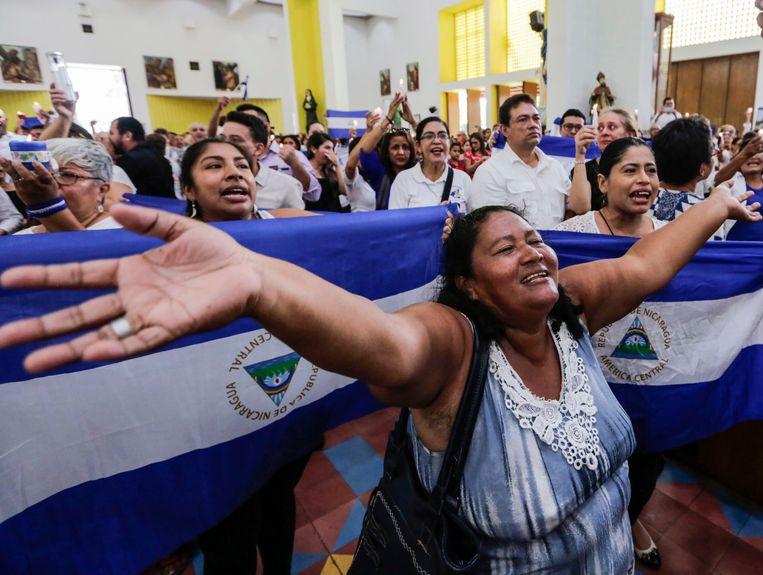 Kerkgangers vragen bij een mis om vrijheid van politieke gevangenen, 21 oktober 2018 in Managua (Nicaragua). Beeld AFP