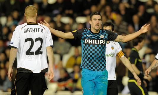 Kevin Strootman tijdens de heenwedstrijd van het tweeluik met Valencia. De return in Eindhoven eindigde in 1-1 en dus was PSV uitgeschakeld.