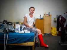 Poolse Kasia (34) na operatie aan dubbele enkelbreuk weer thuis
