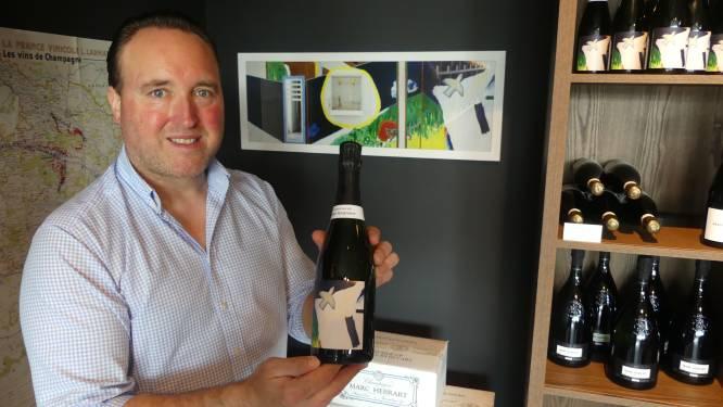 Sprankelend eerbetoon aan Raveel: wijnhandelaar versiert champagnefles met bekend kunstwerk