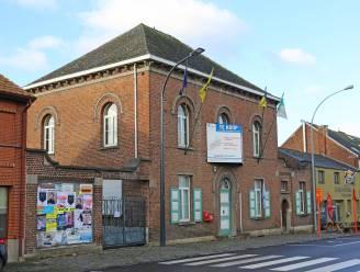 Dries Van Langenhove ziet oud gemeentehuis door vingers glippen: bedrijf biedt met 370.000 euro meer dan parlementslid