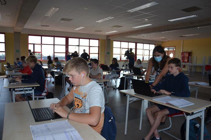 Dankzij het online leerplatform i-Learn krijgen de leerlingen oefeningen op maat.