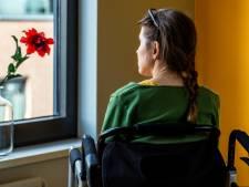 Geen aangepaste woning voor ALS-patiënte Nathalie: 'Ik zit in een rolstoel en moet nu drie trappen op'