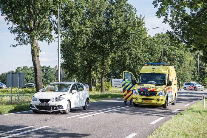 Bij een ongeval in Alphen raakten woensdagmiddag twee weggebruikers gewond.