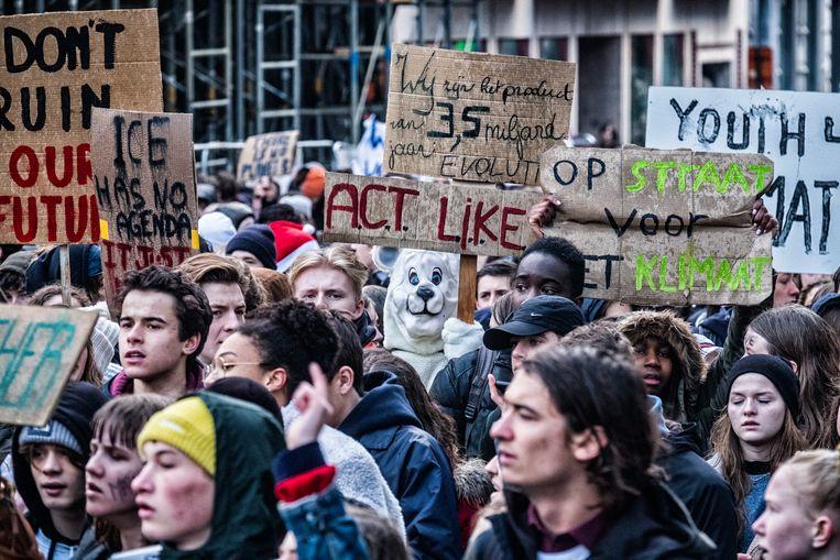 Met 12.500 kwamen de scholieren donderdag op straat om te spijbelen voor het klimaat. Is deze generatie tieners progressiever dan de vorige? Beeld Tim Dirven