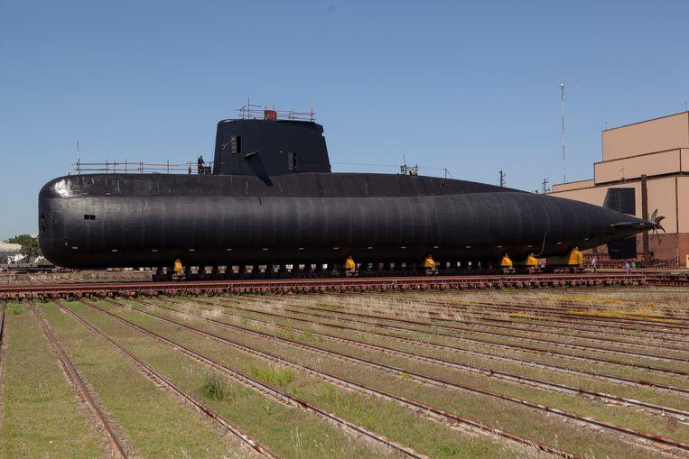 De Argentijnse marine repareert de ARA San Juan onderzeeër in 2013. Beeld Getty Images