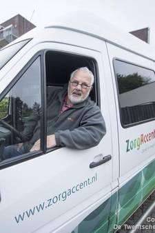 Op straat gezette vrijwilliger uit Nijverdal maakt zich zorgen over kwaliteit ouderenvervoer