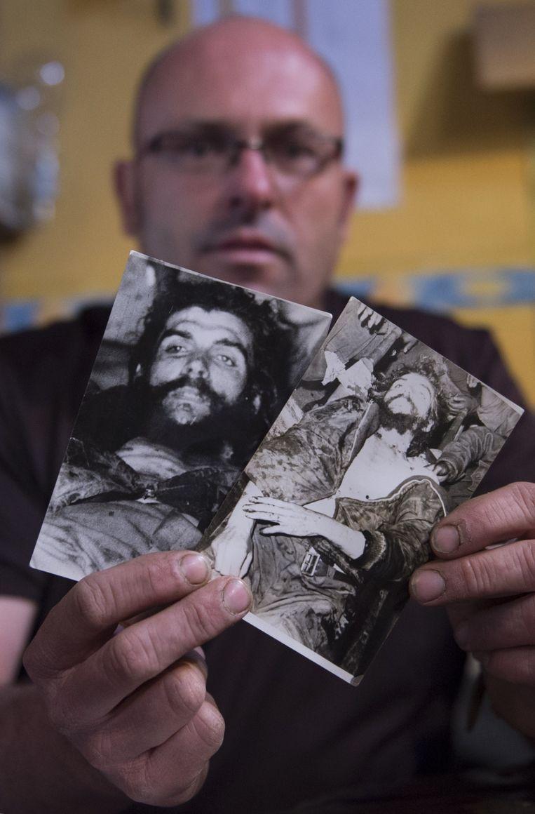 Imanol Arteaga laat de foto's zien van AFP journalist Marc Hutten. Beeld AFP