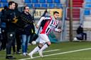 Lindon Selahi krijgt een invalbeurt tegen FC Emmen.