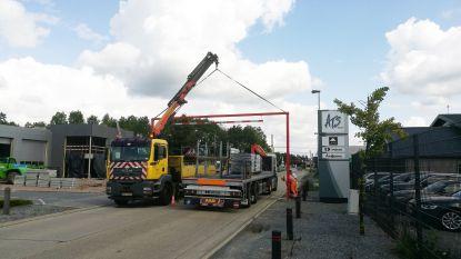 Hoogtebegrenzers en chicanes om spoorwegovergangen te beveiligen