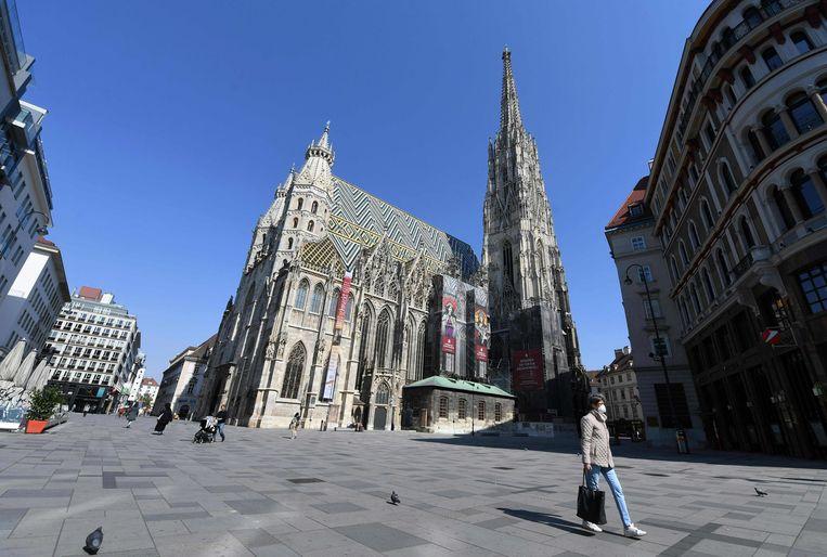 De Stephansdom in Wenen. Oostenrijk wil binnenkort de eerste maatregelen tegen de verspreiding van het coronavirus weer versoepelen.