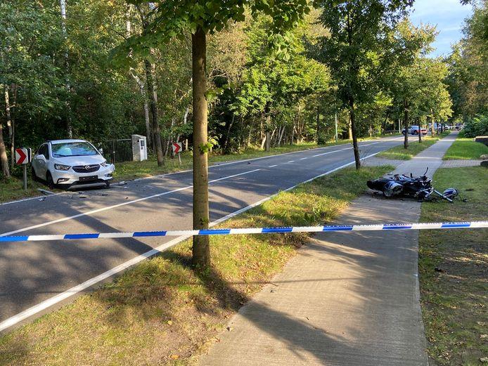 De motorrijder werd in levensgevaar afgevoerd naar het ziekenhuis.