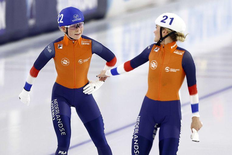 Marijke Groenewoud (links) wilde de sprint aantrekken voor Irene Schouten (rechts), maar werd zelf de winnaar van de massastart. Beeld ANP