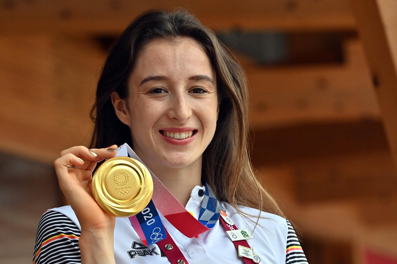 De Truiense Nina Derwael met de toepasselijke gouden nagellak, en nu ook de gouden medaille.
