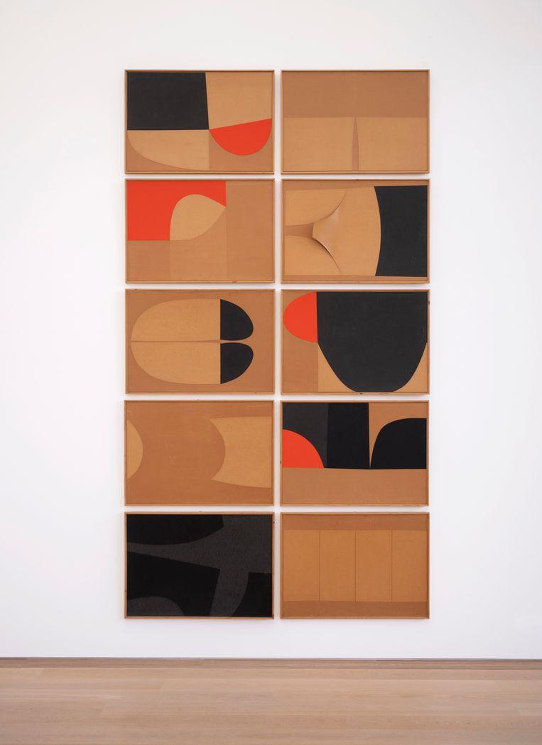 'Een Italiaanse kunstenaar uit de Arte povera-periode die veel moois heeft gemaakt. We hebben helaas niet veel werk van hem. Hij gebruikt prachtige, eenvoudige kleuren: beige, oranje, zwart. Dat is typisch voor de periode waarin het werd gemaakt. In zijn geboorteplaats, Città di Castello, is in een oude tabaksfabriek een museum gemaakt met zijn werk. Daar moet je heen.' Beeld Alberto Burri - Multiplex (1981), foto: Els Zweerink
