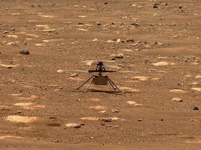 Als voorbereiding op de eerste vlucht liet de vluchtleiding vrijdag de rotoren van de helikopter draaien.