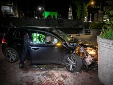 26-jarige man uit Arnhem rijdt tegen bloembak op de Rijnkade: die staan er juist om racen te voorkomen