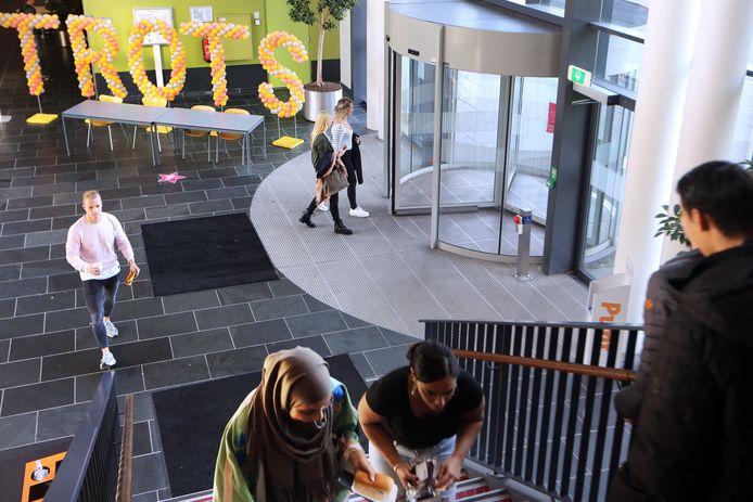De studenten van Avans kwamen dit keer niet bijeen in hun gebouw aan de Hogeschoollaan, omdat die momenteel gesloten is. In plaats daarvan voerden ze in totaal meer dan 1.000 online sessies.