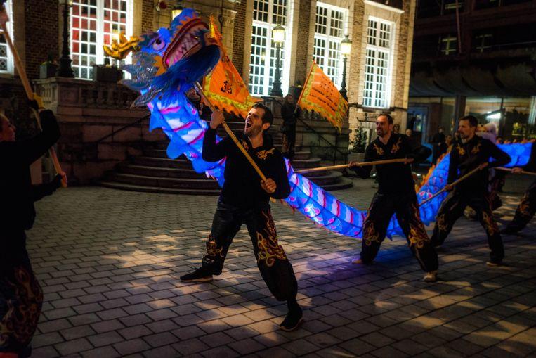 Het Chinees Nieuwjaar wordt op het Groenplein ingeluid met spektakel, draken en dansen.