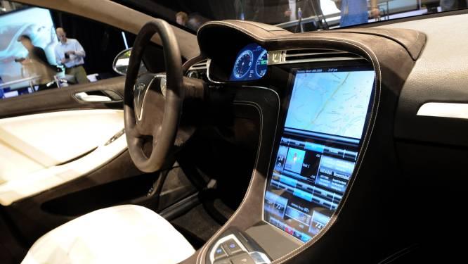 Afleiding door aanraakschermen in je auto drie keer gevaarlijker dan rijden onder invloed