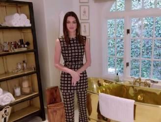 BINNENKIJKEN. Een bad van goud en een reusachtige kunststudio: Kendall Jenner toont haar villa in Los Angeles