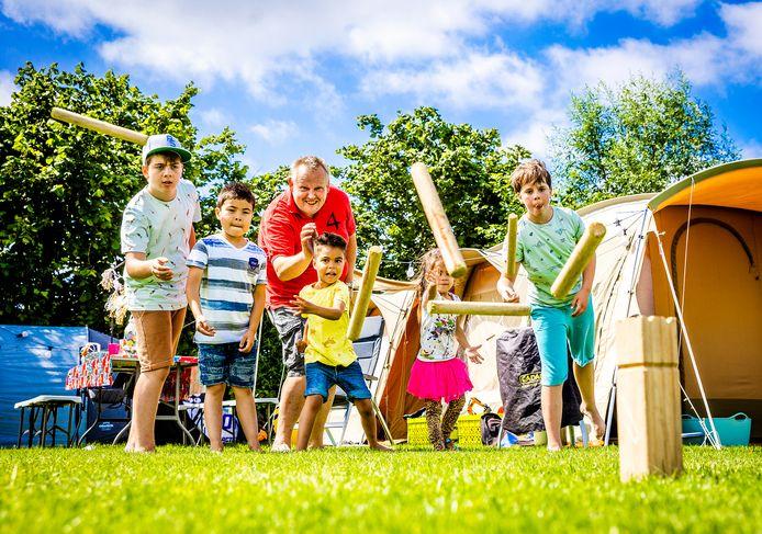 Gasten op camping de Kriekenboogerd in Oud-Beijerland.
