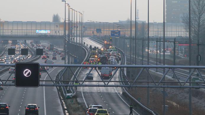 25 voertuigen bij afrit Zoetermeer A12 op elkaar.