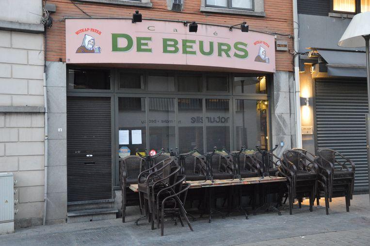 Café De Beurs in Ninove is tijdelijk gesloten.
