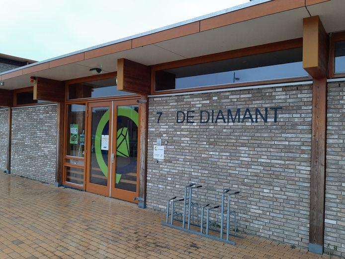 De deur van De Diamant in Apeldoorn blijft ook morgen nog gesloten.