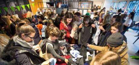 Studenten ruilen kleding, want 'gloednieuw hoeft niet'