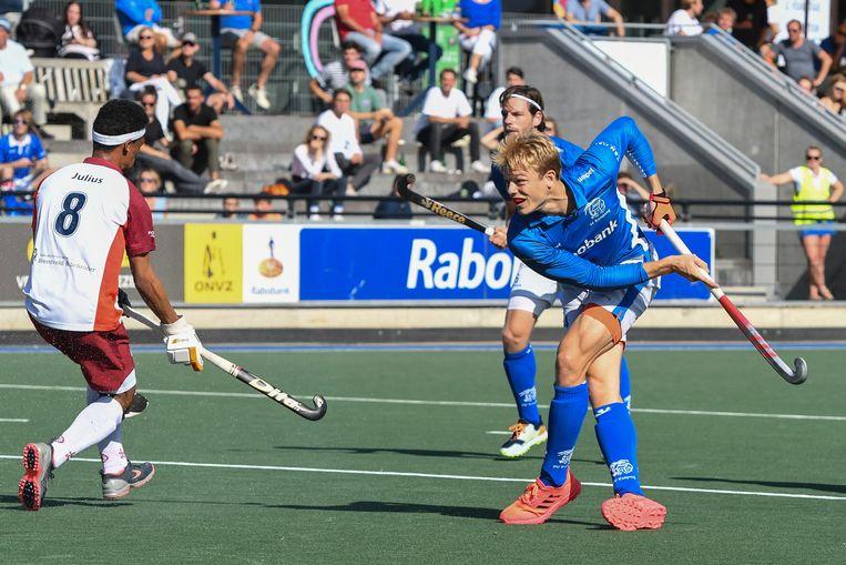 Jip Janssen (rechts) scoort namens Kampong tegen Almere. Beeld BSR Agency