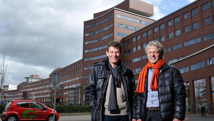 Raymond Banser (links) en Mart Jansen op de plek waar een vervuilende vetgasfabriek stond.