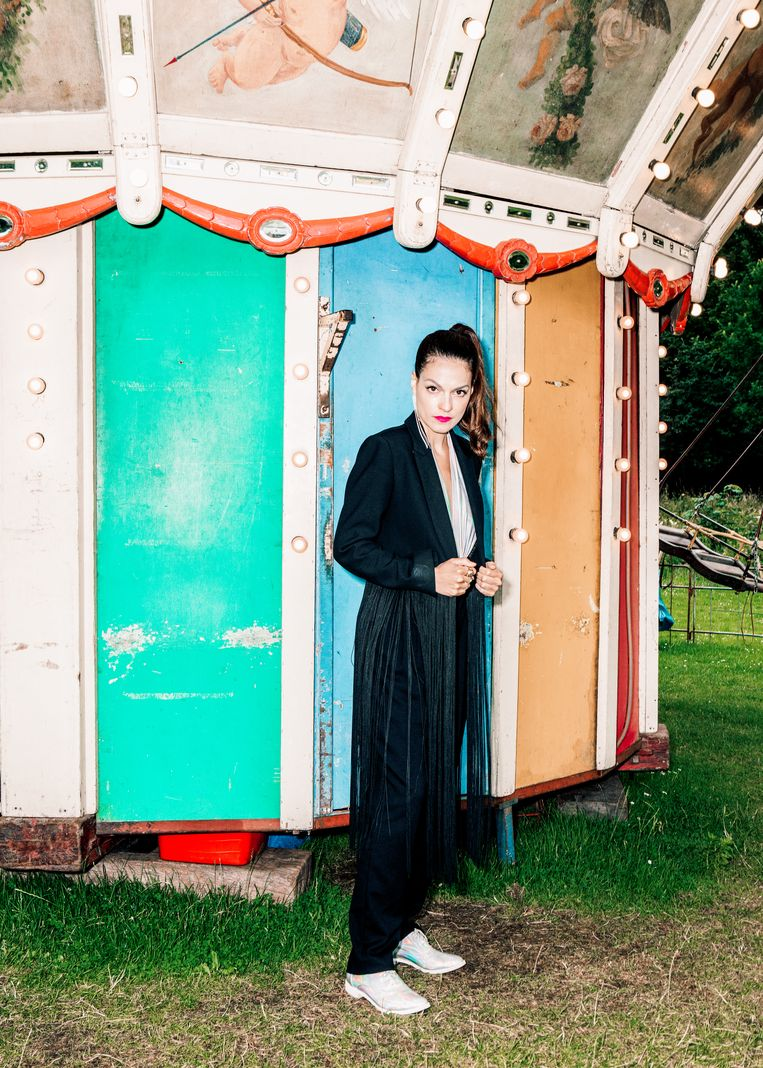 Stephanie Louwrier speelt deze zomer op de Parade, daarna gaat haar voorstelling Show must go on op tournee.  Beeld Hilde Harshagen