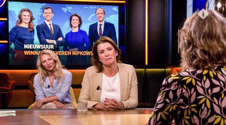 Mariëlle Tweebeeke van Nieuwsuur bij Op1, NPO 1. Op de bank Debby Gerritsen, de laatste hoofdredacteur van Viva. Beeld -