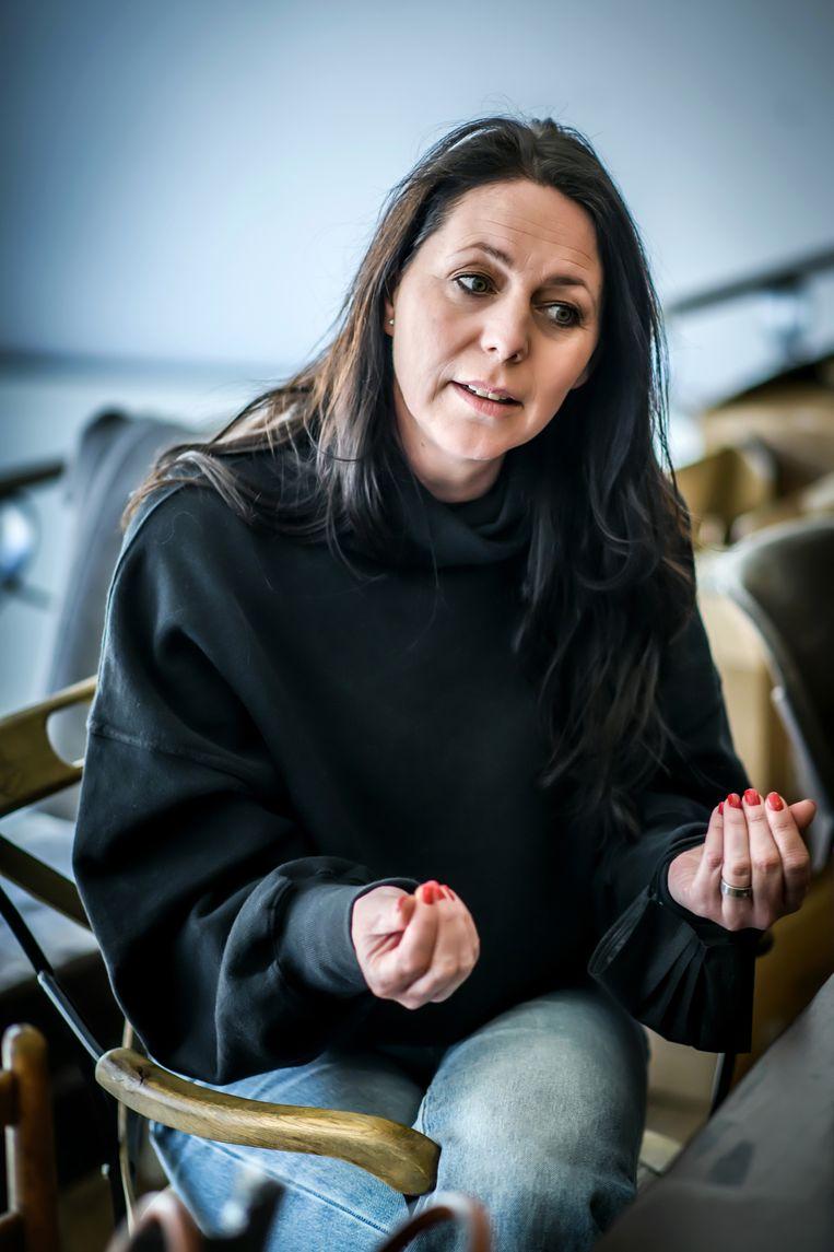 Kristel Verbeke: 'Ik heb vaak pasta met bruine suiker moeten eten omdat er niets anders in huis was. Mijn man weet hoe gelukkig ik nog altijd word van een volle koelkast.' Beeld Geert Van de Velde