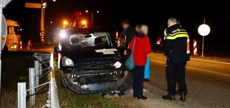 Auto weggesleept na botsing met vrachtwagen in Gennep