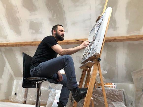 Ben Nys aan het werk in zijn atelier.