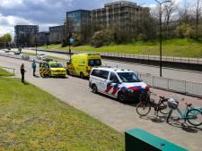 Passagier blijft na val aan fiets haken en wordt meters meegesleurd in tunnel van Stadhouderslaan Apeldoorn