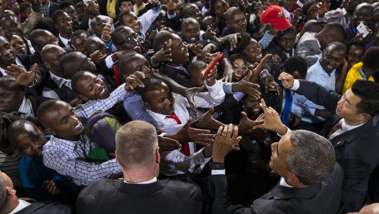 Amerikaans president Barack Obama wordt als een popster onthaald in Nairobi, Kenia. Beeld AFP