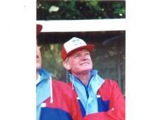 Johan van Uythoven (1934-2021) zorgde voor de kentekens in de Kempen