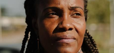 Moeder drillrapper: 'Onze zwarte kinderen zijn bezig elkaar uit te moorden'