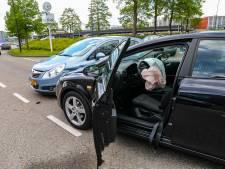 Fikse file door aanrijding bij station Apeldoorn, zwangere vrouw naar het ziekenhuis