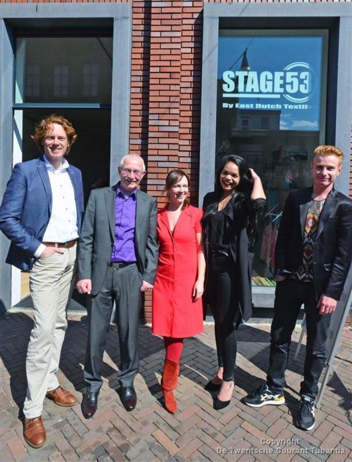 Opening van ontwerpatelier Stage53. Op de foto: Jan Gert Kamping, Sjon Reimink, Judith Tenhagen, Chayenne Josina Emot en Bas Timmer.