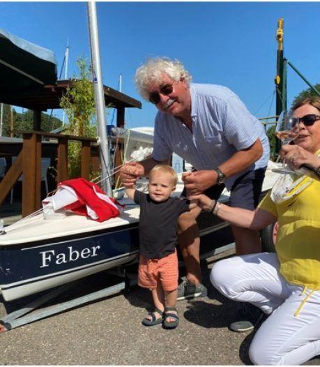 Echtpaar schenkt Gorcumse watersportclub een zeilboot die is vernoemd naar hun vijfde kleinzoon