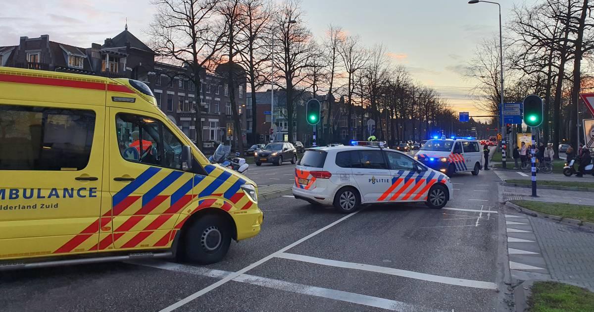 Gewonde bij botsing tussen taxi en auto in Nijmegen.