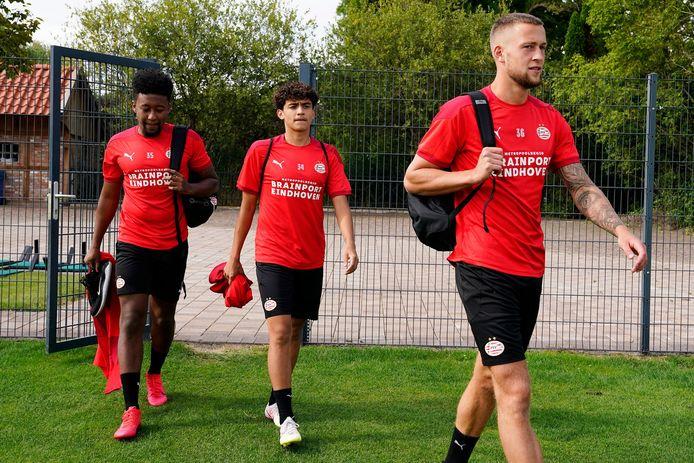 Chris Gloster, Richard Ledezma en Justin de Haas bij het trainingskamp van PSV 1 van afgelopen zomer in Duitsland.